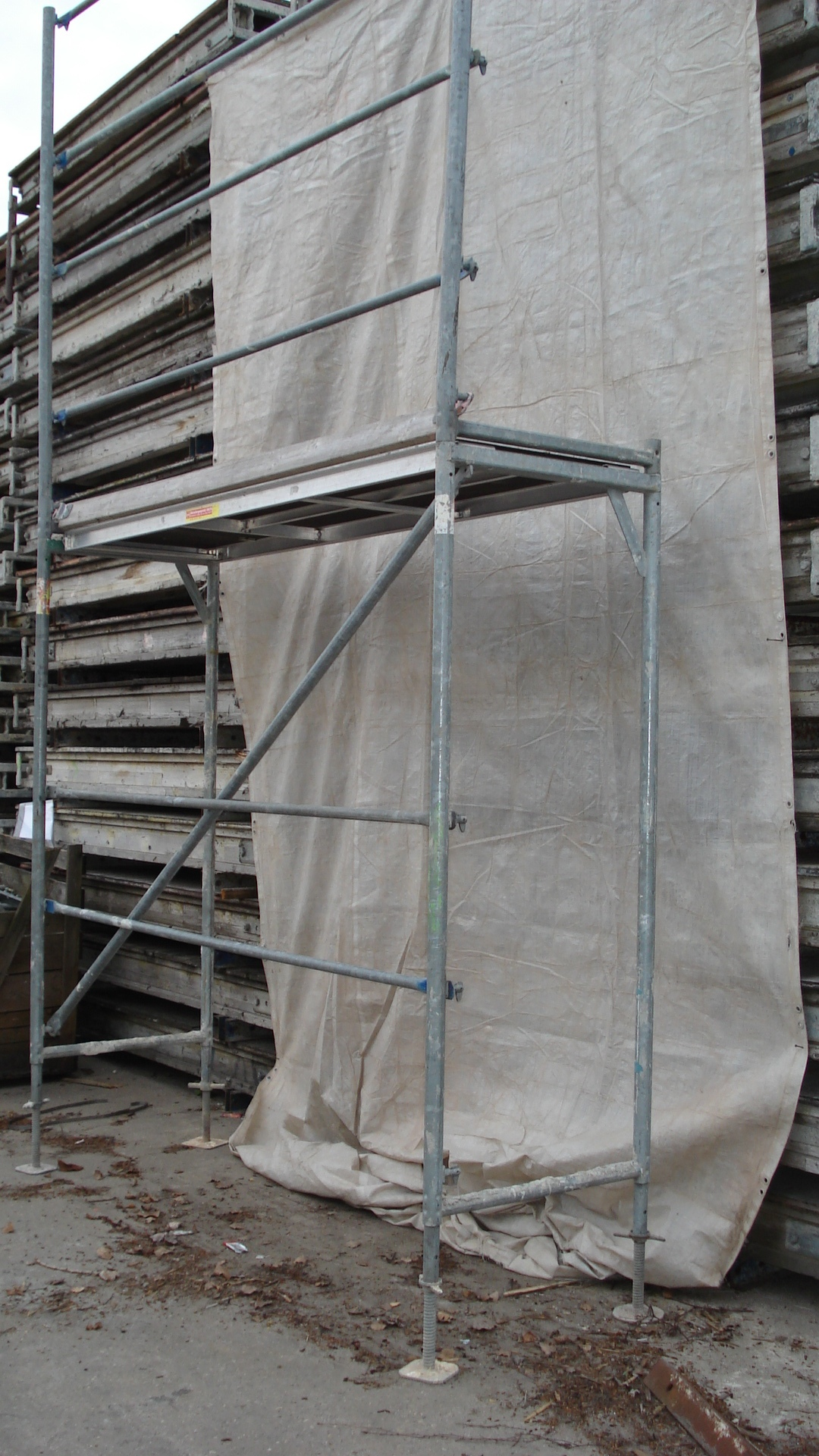 echafaudage de toiture d 39 occasion 306m echafaudage. Black Bedroom Furniture Sets. Home Design Ideas